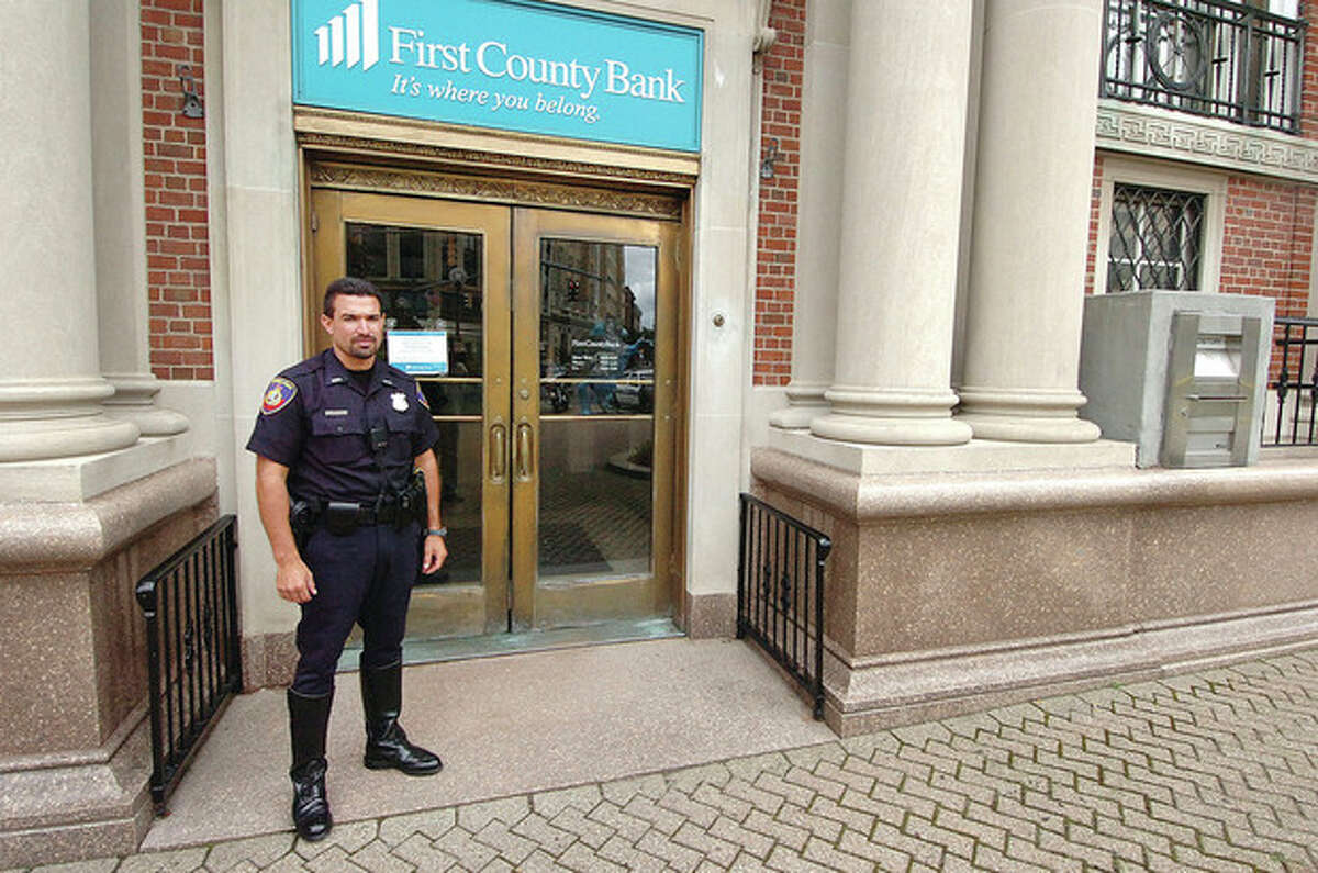 Hour photo / Alex von Kleydorff Stamford Police investigate a bank robbery at First County Bank on Atlantic Street Tuesday.