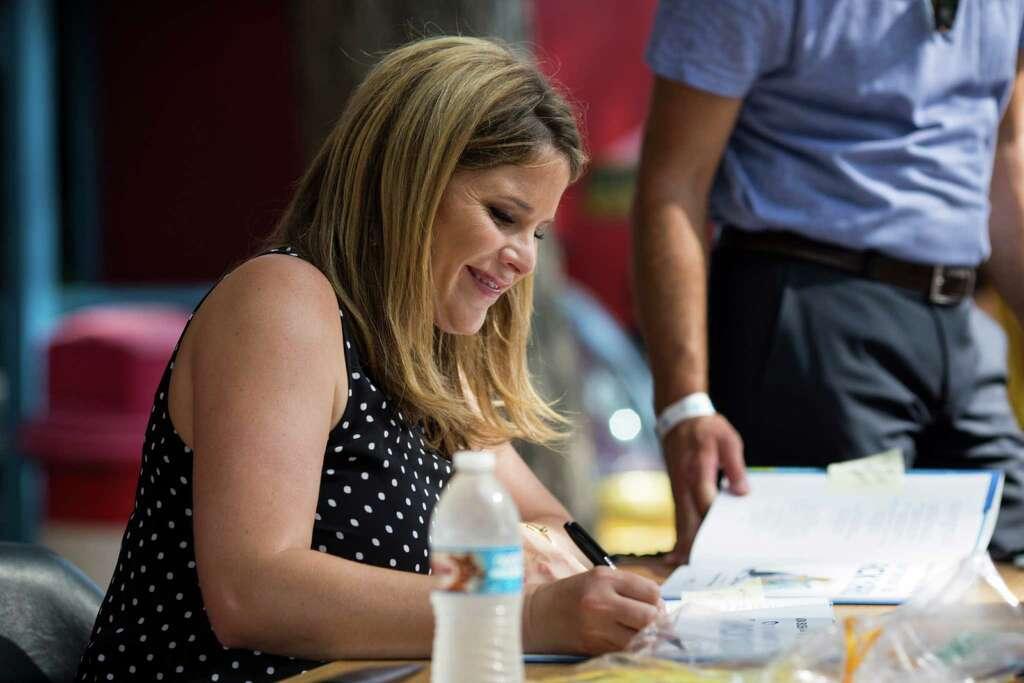 Jenna bush hager draws a crowd to 'our great big backyard' book ...