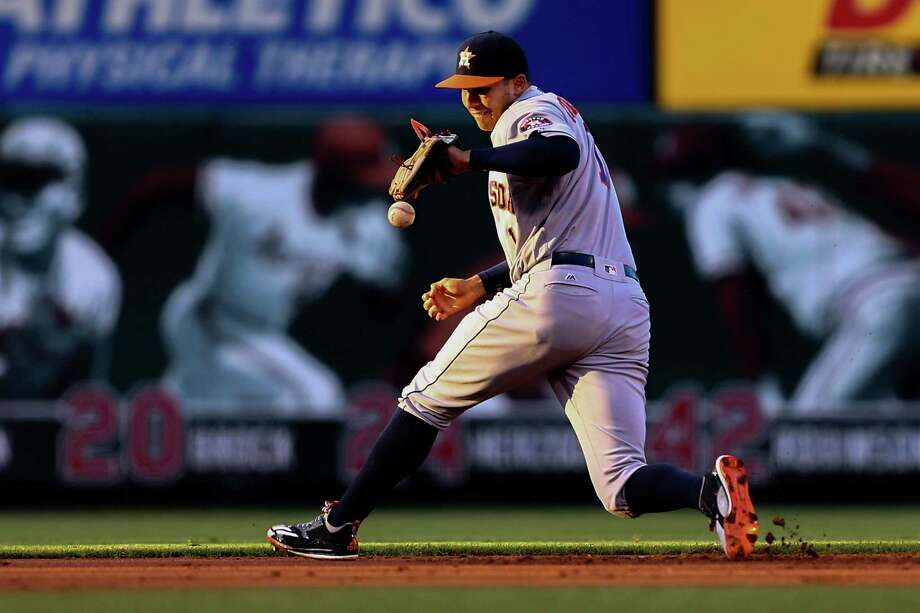 Carlos Correa tries to get a handle on a first-inning ground ball Tuesday at Busch Stadium. It was the shortstop's first game back since getting hurt Thursday. Photo: Dilip Vishwanat, Stringer / 2016 Getty Images