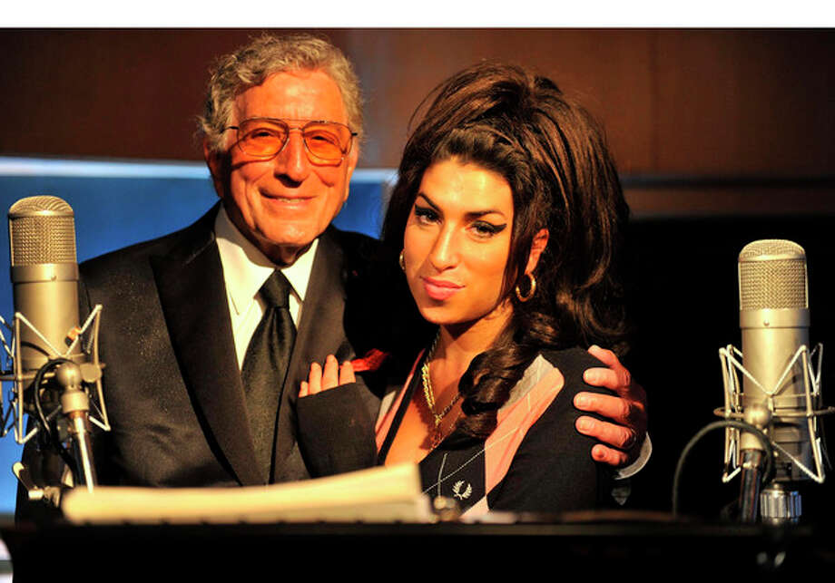 """@White=[C] PRNewsFoto / RPM / Columbia Records, Mark Allen Amy Winehouse and Tony Bennett sing """"Body and Soul"""" for Tony's upcoming """"Duets II"""" album. / MARK ALLAN"""