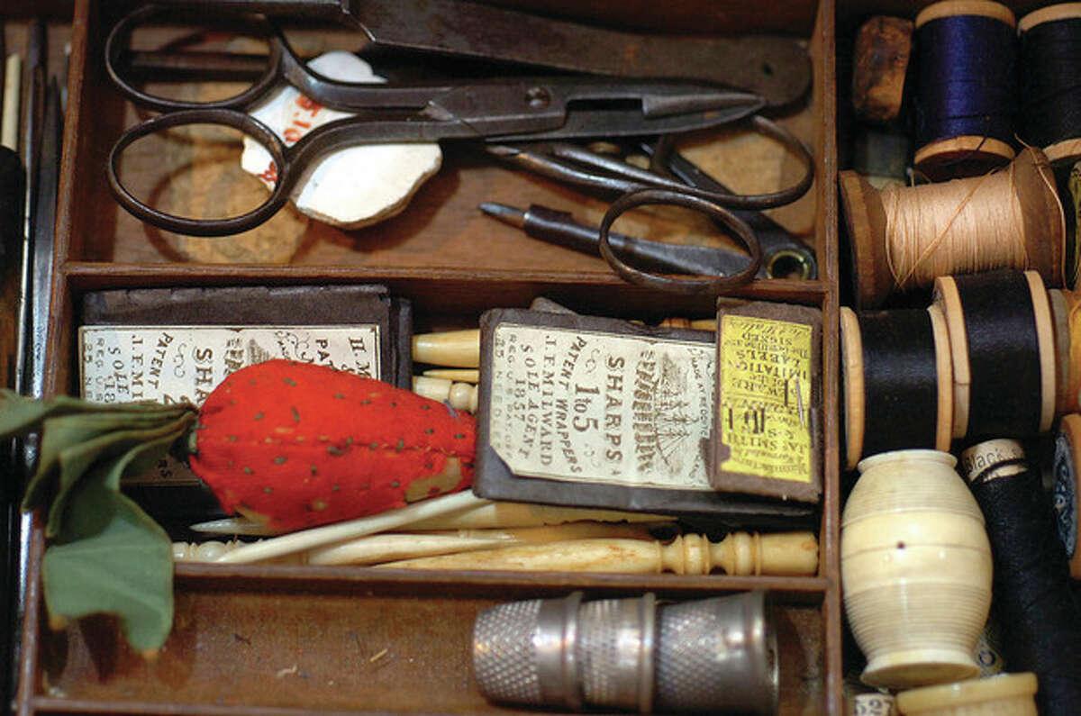 Hour Photo/Alex von Kleydorff . 1850 Sewing Box