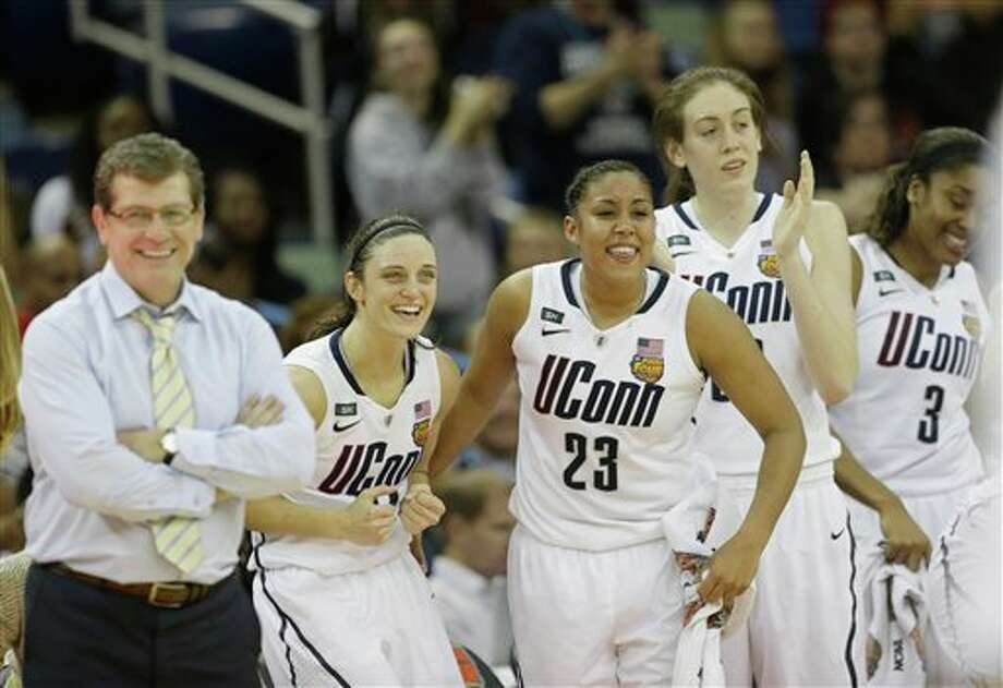 Connecticut players and head coach Geno Auriemma celebrate after defeating Louisville 93-60 in the national championship game of the women's Final Four of the NCAA college basketball tournament, Tuesday, April 9, 2013, in New Orleans. (AP Photo/Dave Martin) / AP