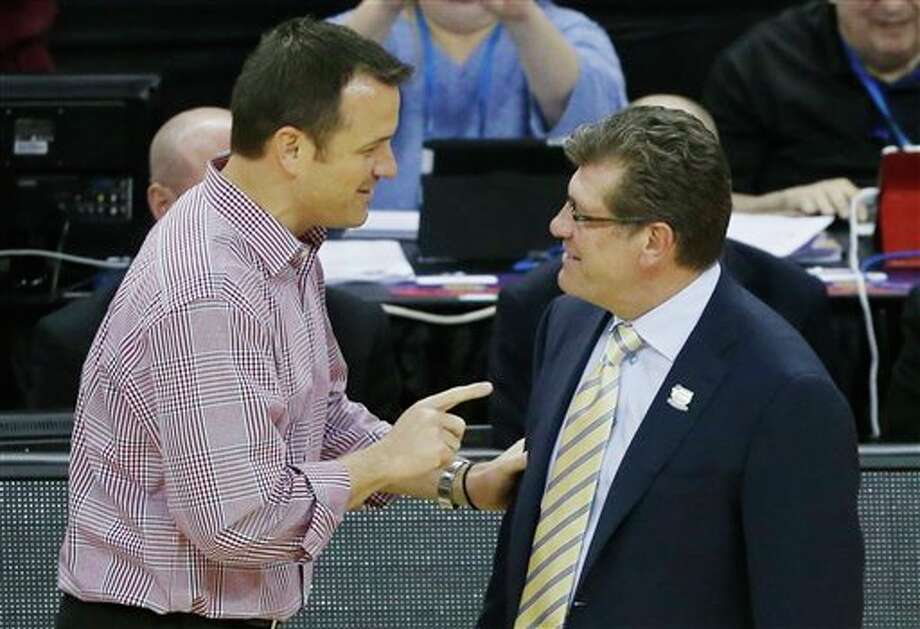 Louisville head coach Jeff Walz, left, and Connecticut head coach Geno Auriemma meet before the national championship game of the women's Final Four of the NCAA college basketball tournament, Tuesday, April 9, 2013, in New Orleans. (AP Photo/Bill Haber) / FR170136 AP