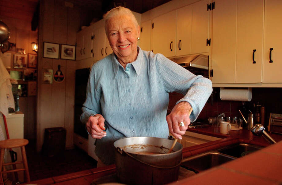 "FILE - This May 27, 2004 file photo shows Marion Cunningham, a venerated figure in the food world, at home in Walnut Creek, Calif. Cunningham, the home-cooking champion whose legacy can be found in the food-spattered pages of ""Fannie Farmer"" cookbooks in kitchens across America, died of complications from Alzheimer's disease, a family friend told the San Francisco Chronicle. She was 90. (AP Photo/Ben Margot, file) / AP2004"