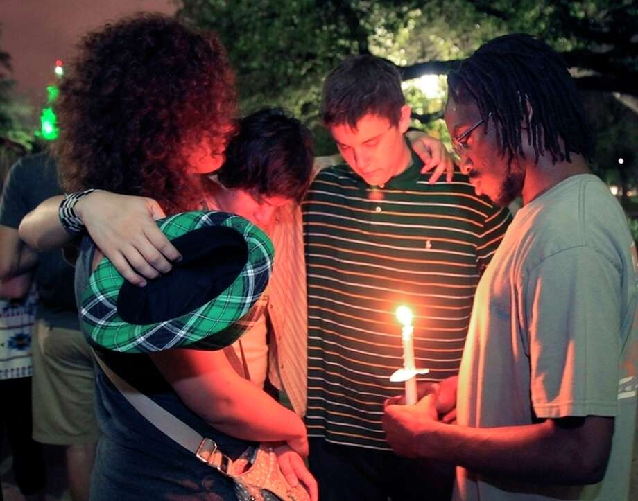 Baylor University student's hold a candle light vigil outside Waco Hall for the victim's of the West fertilizer plant explosion, Wednesday, April 17, 2013. (AP Photo/Waco Tribune Herald, Jerry Larson) / Waco Tribune Herald