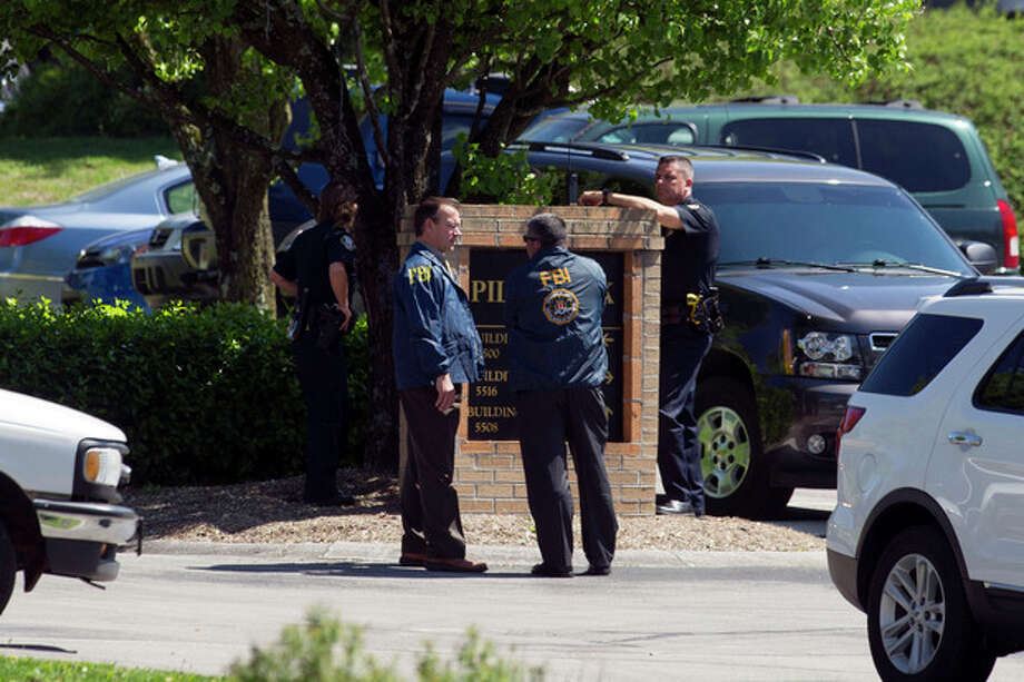 Federal agents raid the Pilot Flying J headquarters Monday, April 15, 2013, in Knoxville, Tenn. FBI and Internal Revenue Service agents on Monday locked down the Knoxville headquarters of Pilot Flying J, the truck stop business owned by the family of Tennessee Gov. Bill Haslam and his brother, Cleveland Browns owner Jimmy Haslam. (AP Photo/Knoxville News Sentinel, Saul Young) / Knoxville News Sentinel