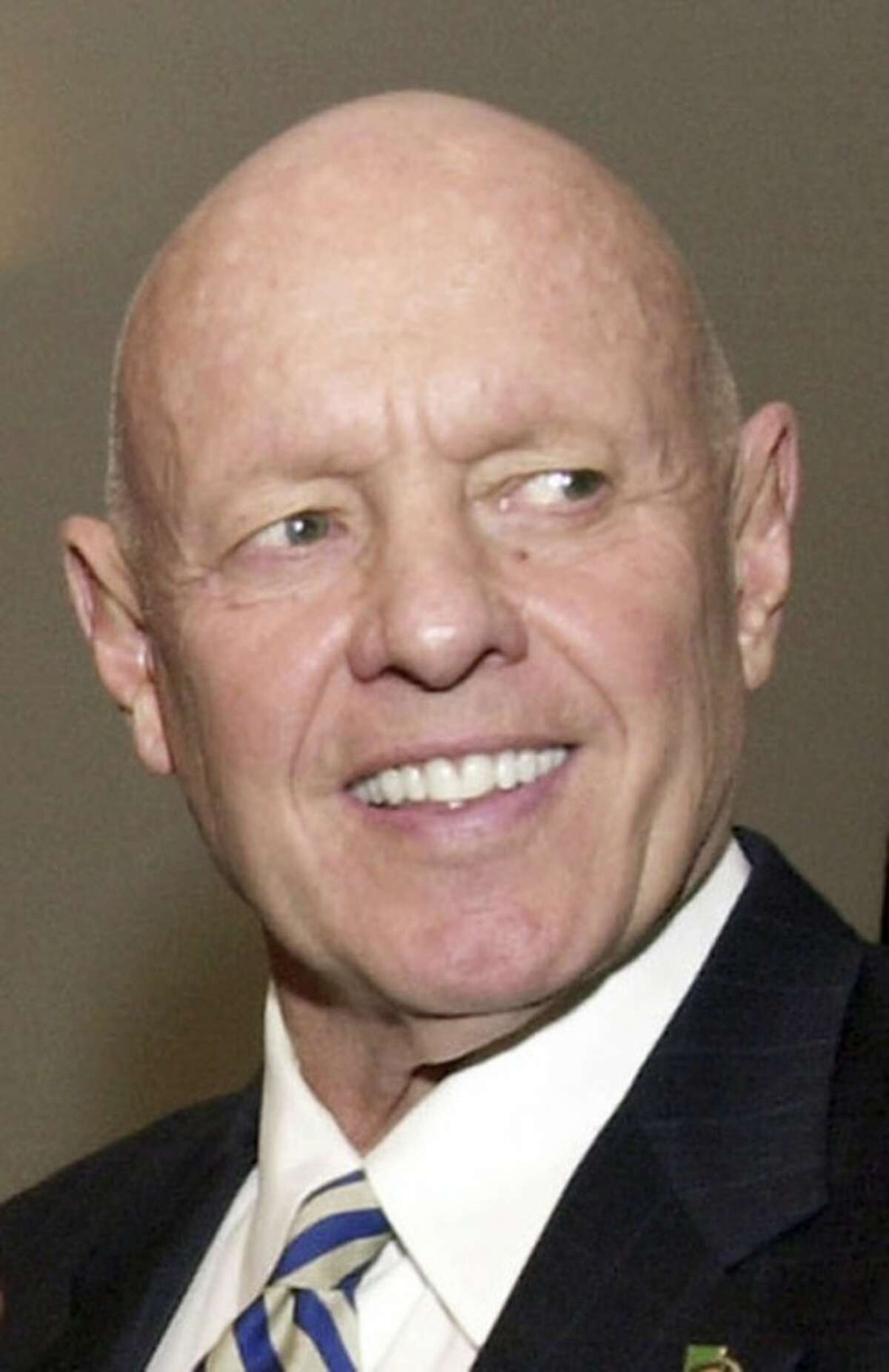"""FILE - This Feb. 25, 2003 file photo shows Dr. Stephen R. Covey at a training session at Georgia State University in Atlanta. Covey, the motivational speaker best known for the book """"The Seven Habits of Highly Effective People,"""" died Monday, July 16, 2012, in Idaho three months after a serious bicycle accident in Utah. He was 79. (AP Photo/Ric Feld, File)"""