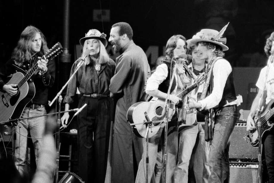 FILE - In this Dec. 1975 file photo, musicians Roger McGuinn, Joni Mitchell, Richie Havens, Joan Baez and Bob Dylan perform the finale of the The Rolling Thunder Revue, a tour headed by Dylan. Havens, who sang and strummed for a sea of people at Woodstock, has died at 72. His family says in a statement that Havens died Monday, April 22, 2013, of a heart attack. (AP Photo, File)