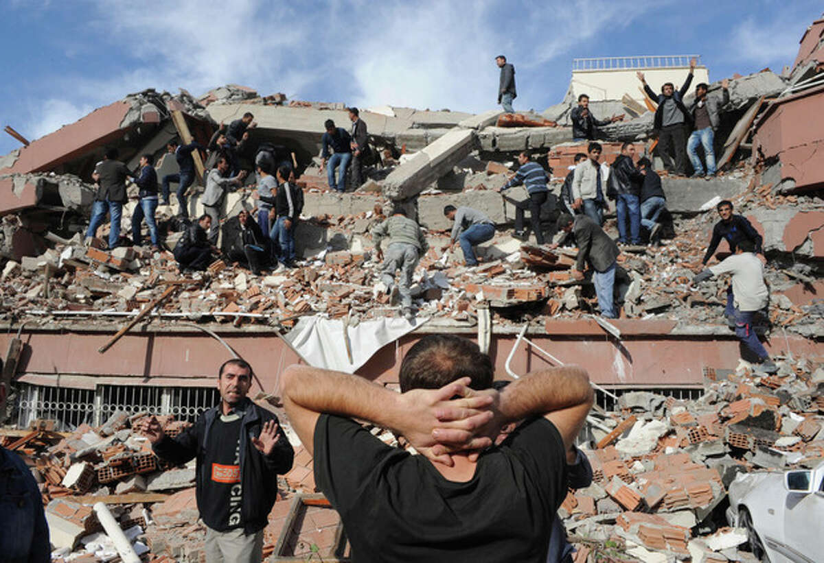 AP photo / Abdurrahman Antakyali, Aatolia People try to save others trapped under debris in Tabanli village, near the city of Van, after a powerful 7.2-magnitude earthquake struck eastern Turkey Sunday, collapsing some buildings and causing at least 138 deaths, an official said.