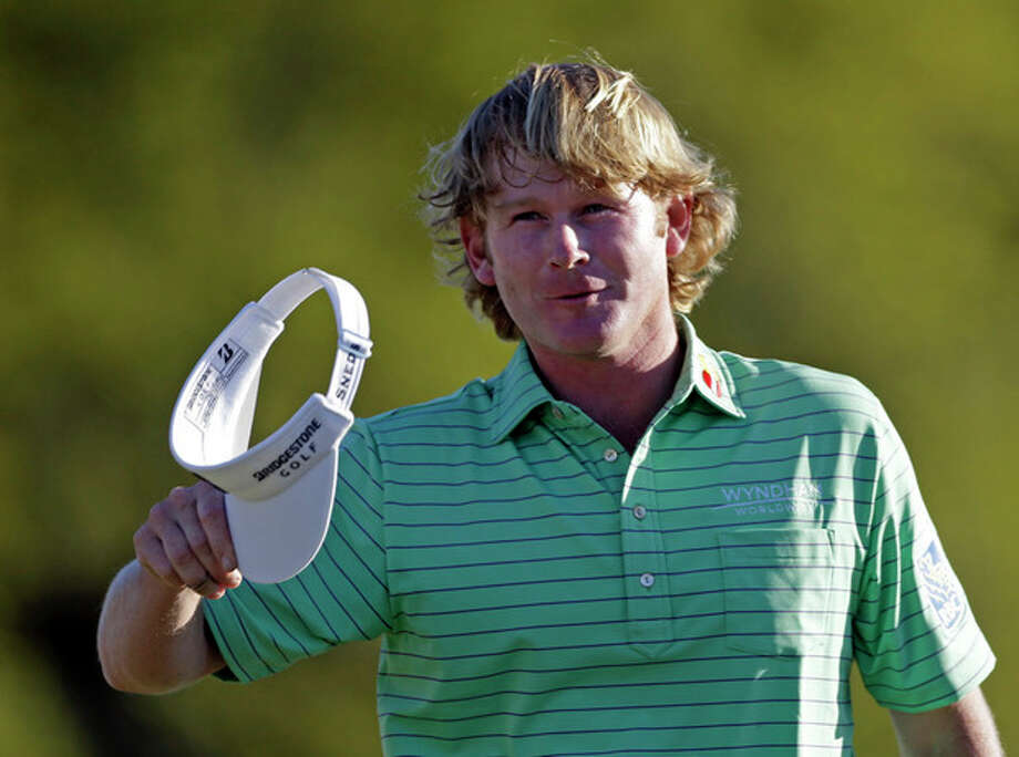Brandt Snedeker waves his cap on the 18th hole after finishing the third round of the Masters golf tournament Saturday, April 13, 2013, in Augusta, Ga. (AP Photo/David Goldman) / AP