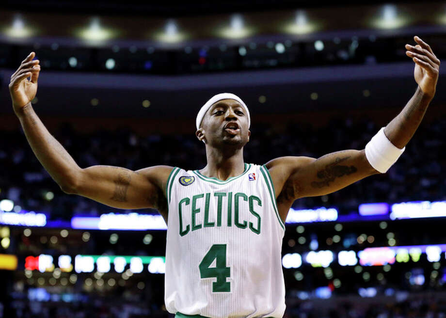 Boston Celtics guard Jason Terry (4) exhorts the crowd to cheer during the second half in Game 4 of a first-round NBA basketball playoff series against the New York Knicks in Boston, Sunday, April 28, 2013. The Celtics won 97-90 in overtime. (AP Photo/Elise Amendola) / AP