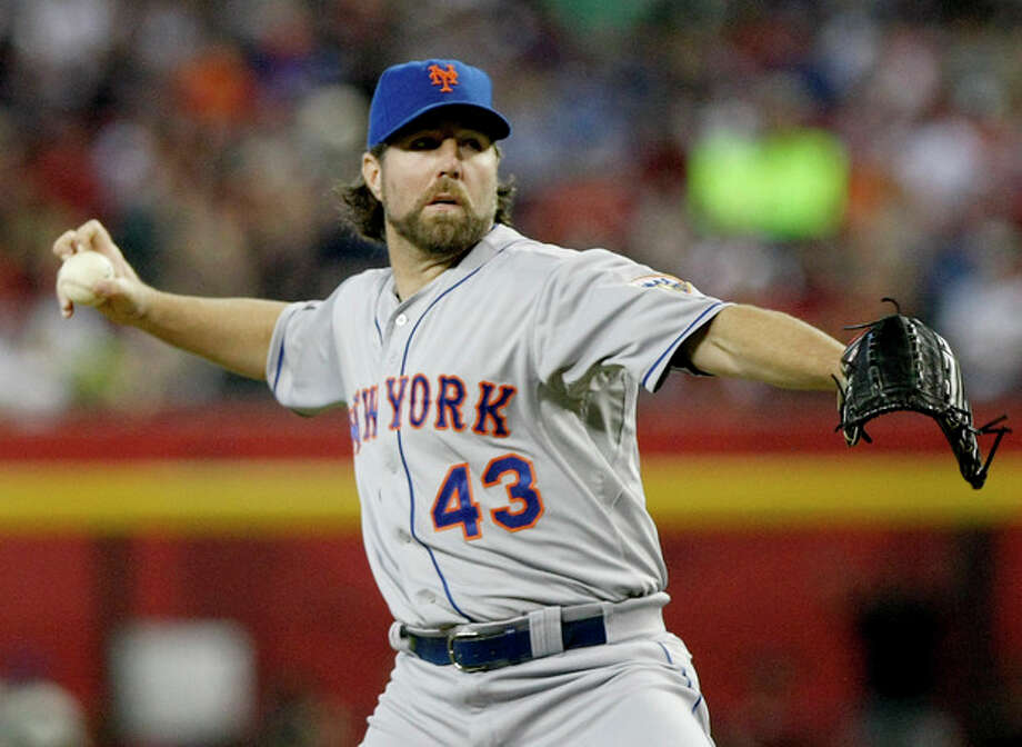 New York Mets pitcher R.A. Dickey throws against the Arizona Diamondbacks in the first inning during a baseball game on Sunday, July 29, 2012, in Phoenix. (AP Photo/Rick Scuteri) / FR157181 AP