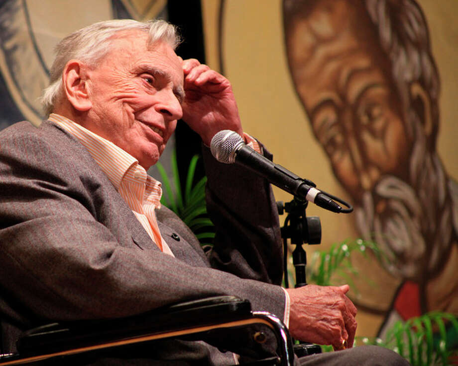 FILE - In this Jan. 10, 2009 file photo released by the Florida Keys News Bureau, author and essayist Gore Vidal delivers the keynote presentation during the first session of the 27th annual Key West Literary Seminar in Key West, Fla. Vidal died Tuesday, July 31, 2012, at his home in Los Angeles. He was 86. (AP Photo/Florida Keys News Bureau, Carol Tedesco) / Florida Keys News Bureau