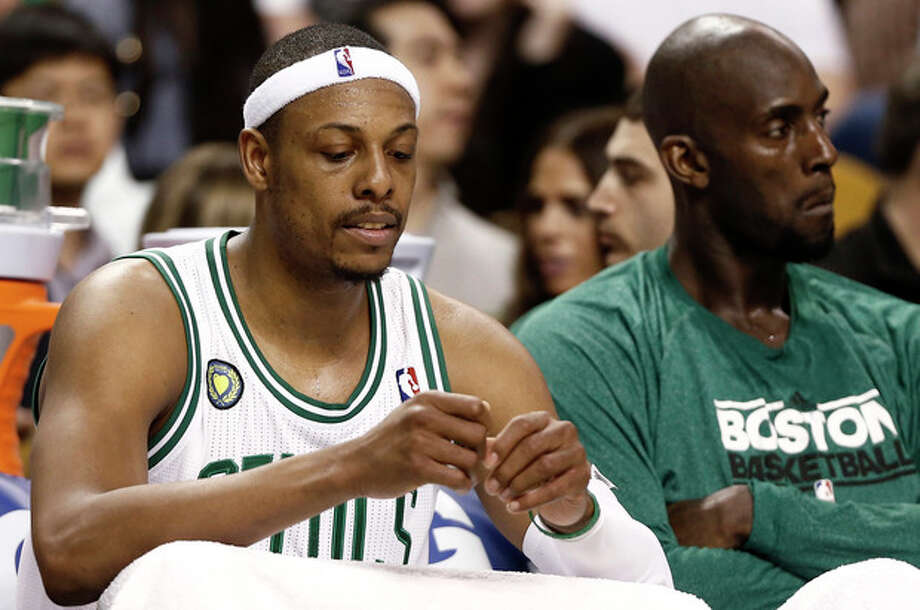 Boston Celtics' Paul Pierce, left, and Kevin Garnett sit on the bench during the fourth quarter of their 90-76 loss to the New York Knicks in Game 3 of a first round NBA basketball playoff series in Boston Friday, April 26, 2013. (AP Photo/Winslow Townson) / FR170221 AP