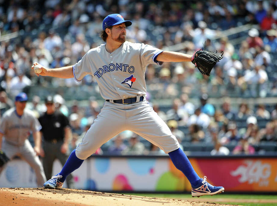 Toronto Blue Jays starting pitcher R.A. Dickey throws against the New York Yankees in the first inning of a baseball game at Yankee Stadium, Sunday, April 28, 2013, in New York. (AP Photo/Kathy Kmonicek) / FR170189 AP