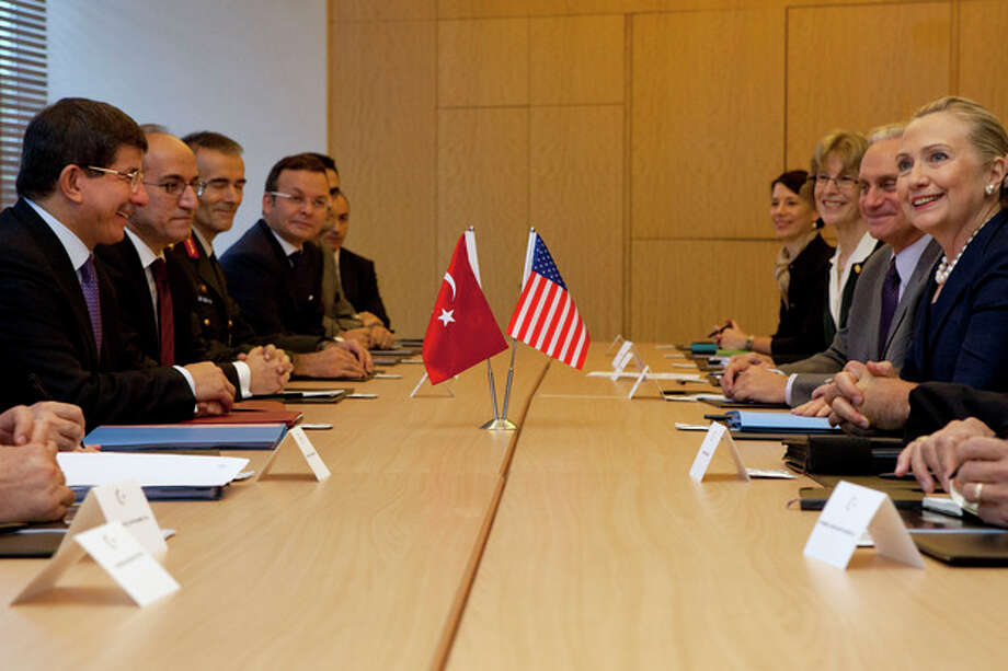 U.S. Secretary of State Hillary Rodham Clinton, at far right, meets with Turkey's Foreign Minister Ahmet Davutoglu, at far left, in Istanbul, on Saturday, Aug. 11, 2012. (AP Photo/Jacquelyn Martin, Pool) / AP POOL