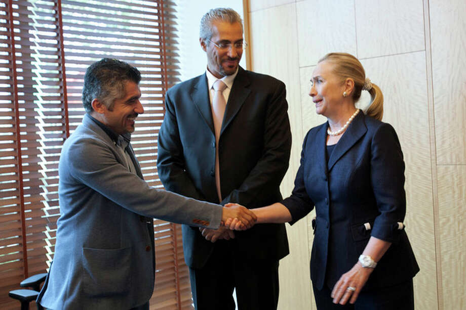 U.S. Secretary of State Hillary Rodham Clinton, right, meets with Syrian activists, in Istanbul, on Saturday, Aug. 11, 2012. (AP Photo/Jacquelyn Martin, Pool) / AP POOL
