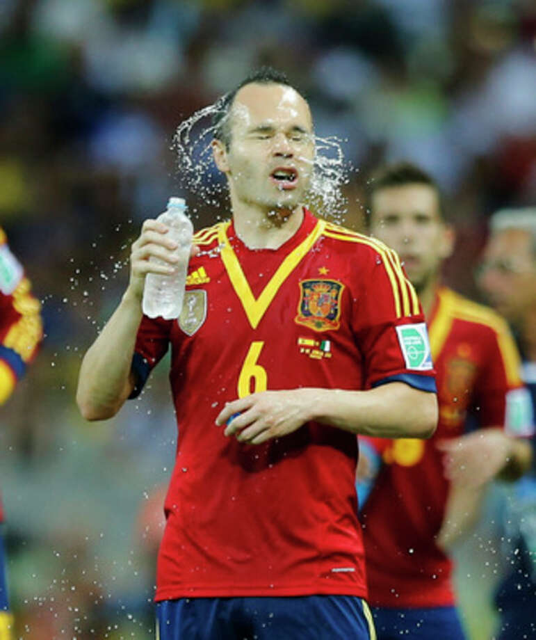 Spain's Andres Iniesta refreshes during a soccer Confederations Cup semifinal match against Italy at the Castelao stadium in Fortaleza, Brazil, Thursday, June 27, 2013. (AP Photo/Victor R. Caivano) / AP