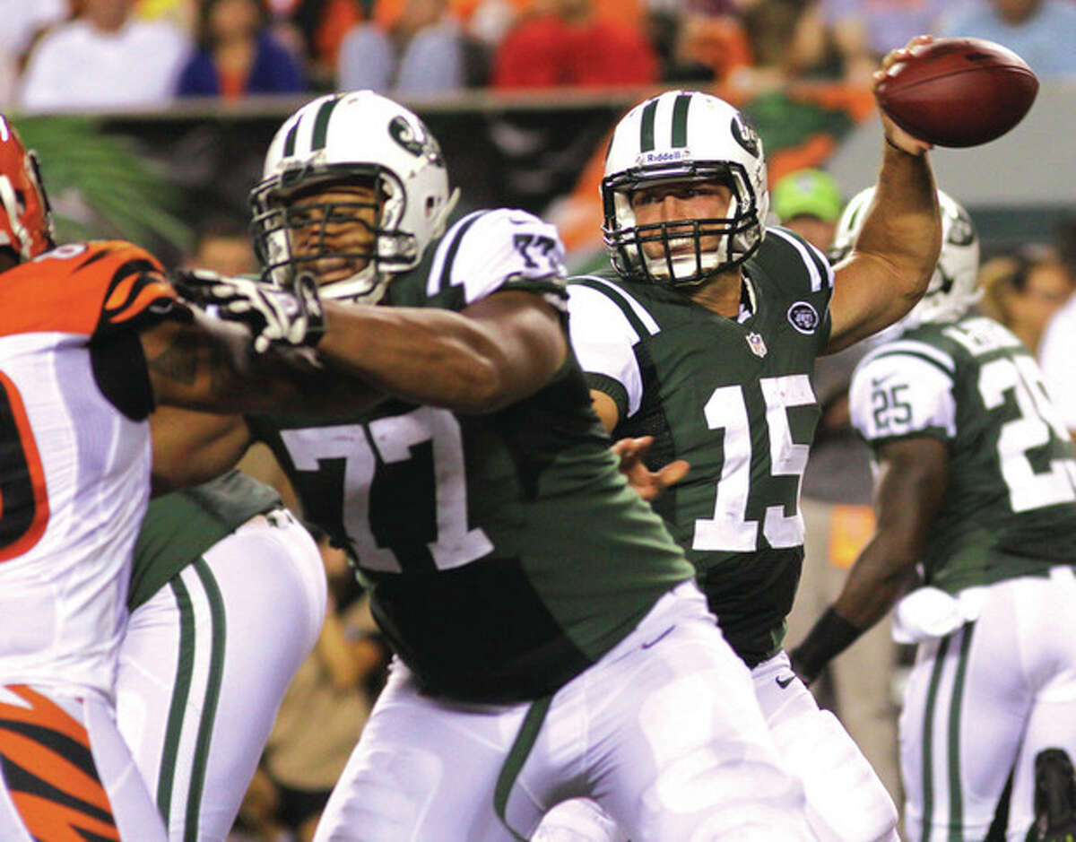 AP photo Tackle Austin Howard (77) blocks in front of Tim Tebow during a New York Jets preseason game. Coach Rex Ryan said Thursday that Howard would move into the starting lineup, taking the place of the embattled Hunter Walker on the offensive line.