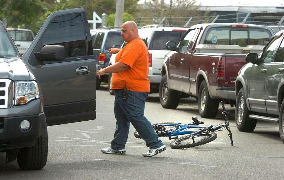 Hour Photo/ Alex von Kleydorff. Norwalk Police apprehend a stbbing suspect riding a bicycle on Day st.