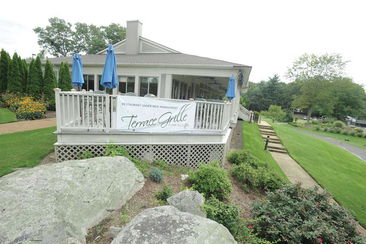 Hour photo / Matthew Vinci The new Terrace Grille at Oak Hills golf course in Norwalk.