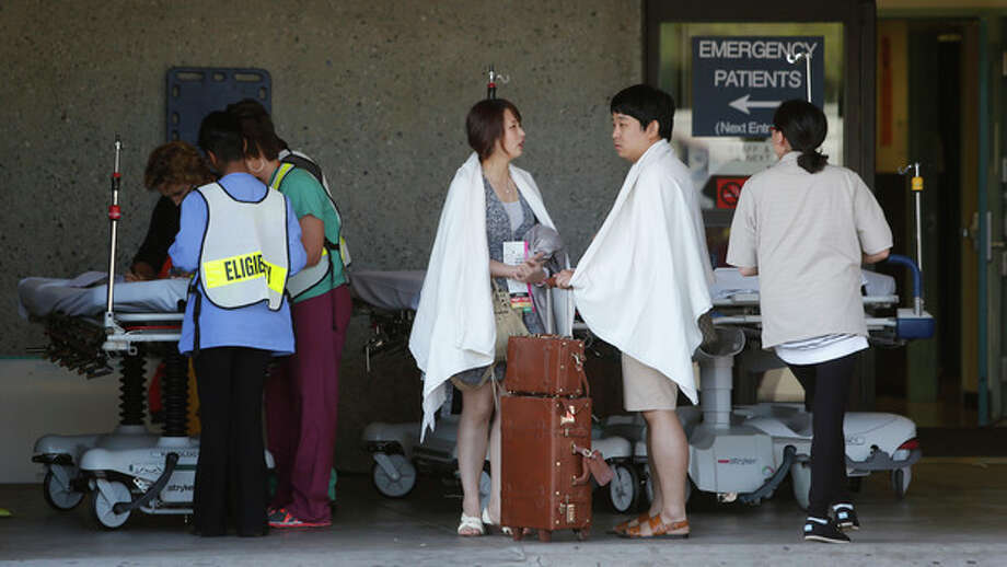Passengers from Asiana Flight 214 are treated at San Francisco General Hospital after the plane crashed at San Francisco International Airport in San Francisco, Saturday, July 6, 2013. (AP Photo/Bay Area News Group, John Green) / San Jose Mercury News