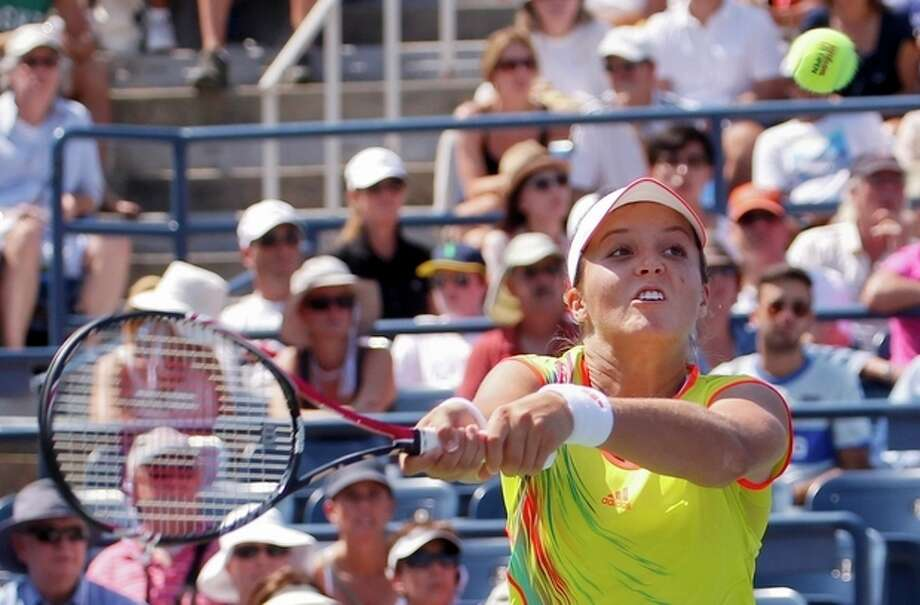 Britain's Laura Robson returns a shot to China's Li Na in the third round of play at the 2012 US Open tennis tournament, Friday, Aug. 31, 2012, in New York. Robson won the match. (AP Photo/Paul Bereswill) / FR168017 AP