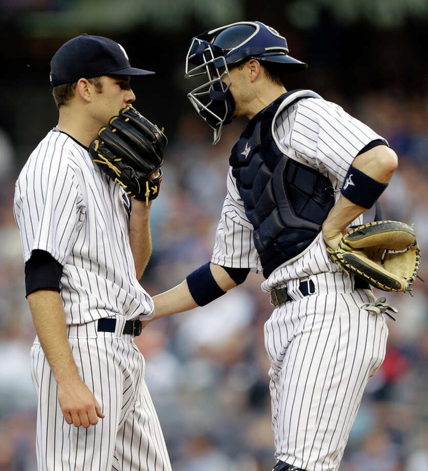 New York Yankees catcher Chris Stewart, right, talks with starting pitcher David Phelps in the first inning of in an interleague baseball game against the New York Mets at Yankee Stadium in New York, Wednesday, May 29, 2013. Phelps allowed five runs and registered one out before manager Joe Girardi relieved him from the game. (AP Photo/Kathy Willens) / AP
