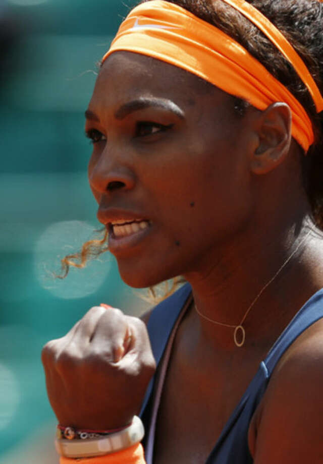 Serena Williams, from the U.S, clenches her fist as she plays Italy's Roberta Vinci during their fourth round match of the French Open tennis tournament at the Roland Garros stadium Sunday, June 2, 2013 in Paris. (AP Photo/Petr David Josek)