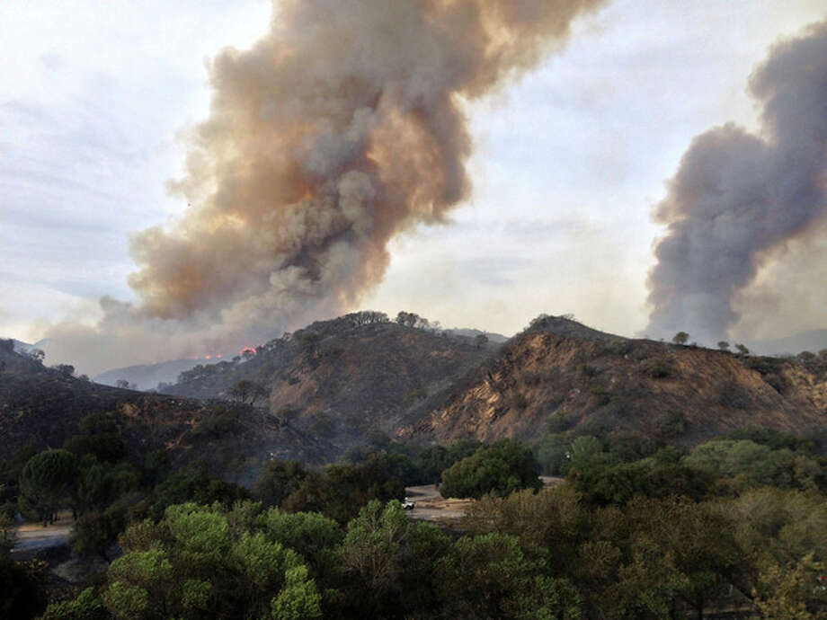 This photo released by the Santa Barbara County Search and Rescue taken on Monday May 27, 2013 showing smoke from a wildfire burning long the mountains north of Santa Barbara, Calif. Fire crews watched the winds Tuesday as they struggled to corral a wildfire that sent thousands of campers fleeing the mountains above Santa Barbara and threatened dozens of cabins. (AP Photo/Valerie Walston, Santa Barbara County Search and Rescue) / Santa Barbara County Search and Rescue