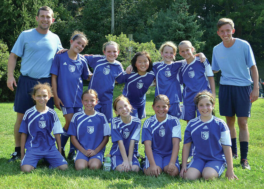 GU11 White Posts 3 - 1 Record and Wins 2nd Place in FAST TournamentBack row (l-r): Coach Marc Dring, Marra Woodring, Sophia Scarfi, Zoe Kim, Sara Schneidman, Lauren Cooper, and Coach Dan Ferrar.Front row (l-r): Emma Cassell, Sophie Peterson, Maud Seymour, Bianca Reuter, and Emma Kantor.