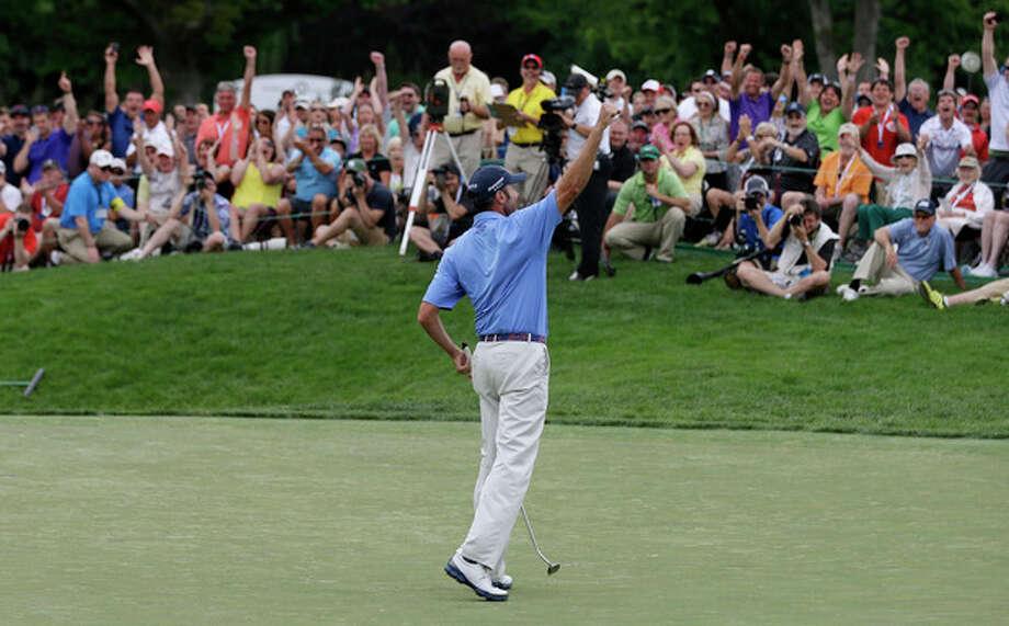 Matt Kuchar reacts after sinking a birdie putt on the 18th green during the final round of Memorial golf tournament on Sunday, June 2, 2013, in Dublin, Ohio. Kucher won the tournament. (AP Photo/Jay LaPrete) / FR52593 AP