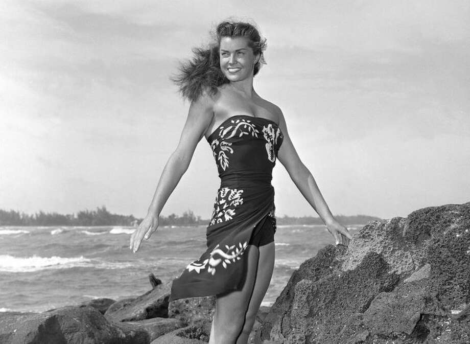 Obit Esther Williams_Walk(2).jpg