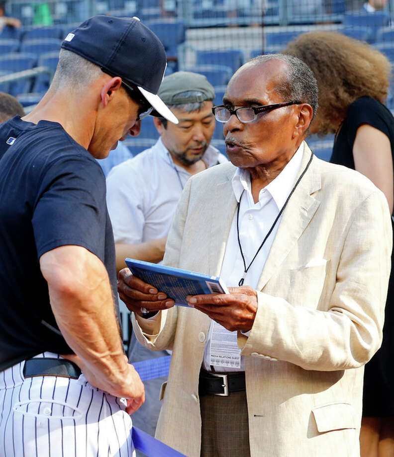 Bernando LaPallo, right, talks with New York Yankees manager Joe Girardi during batting practice before a baseball game against the Boston Red Sox at Yankee Stadium in New York, Saturday, June 1, 2013. (AP Photo/Paul J. Bereswill) / FR168017 AP
