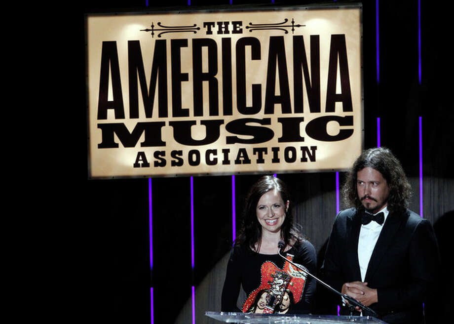 Joy Williams and John Paul White of the Civil Wars speak after receiving the Duo/Group of the Year award at the 11th annual Americana Honors & Awards, Wednesday Sept. 12, 2012, in Nashville, Tenn. (Photo by Wade Payne/Invision/AP) / Invision