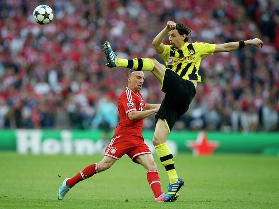 Bayern's Franck Ribery of France, background, vies for the ball with Dortmund's Neven Subotic of Serbia, during the Champions League Final between Borussia Dortmund and Bayern Munich, at Wembley Stadium in London, Saturday May 25, 2013. (AP Photo/Jon Super) / AP