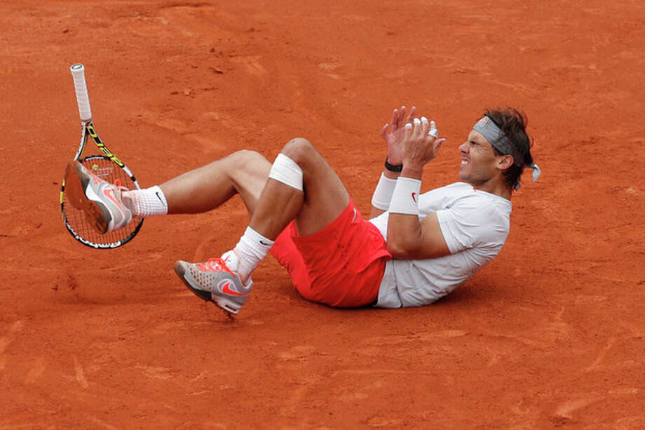 Spain's Rafael Nadal celebrates winning against compatriot David Ferrer in three sets 6-3, 6-2, 6-3, in the final of the French Open tennis tournament, at Roland Garros stadium in Paris, Sunday June 9, 2013. (AP Photo/Christophe Ena) / AP