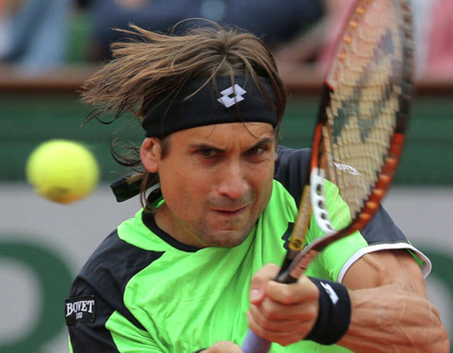 Spain's David Ferrer returns the ball to compatriot Rafael Nadal during the men's final match of the French Open tennis tournament at the Roland Garros stadium Sunday, June 9, 2013 in Paris. (AP Photo/Michel Euler) / AP