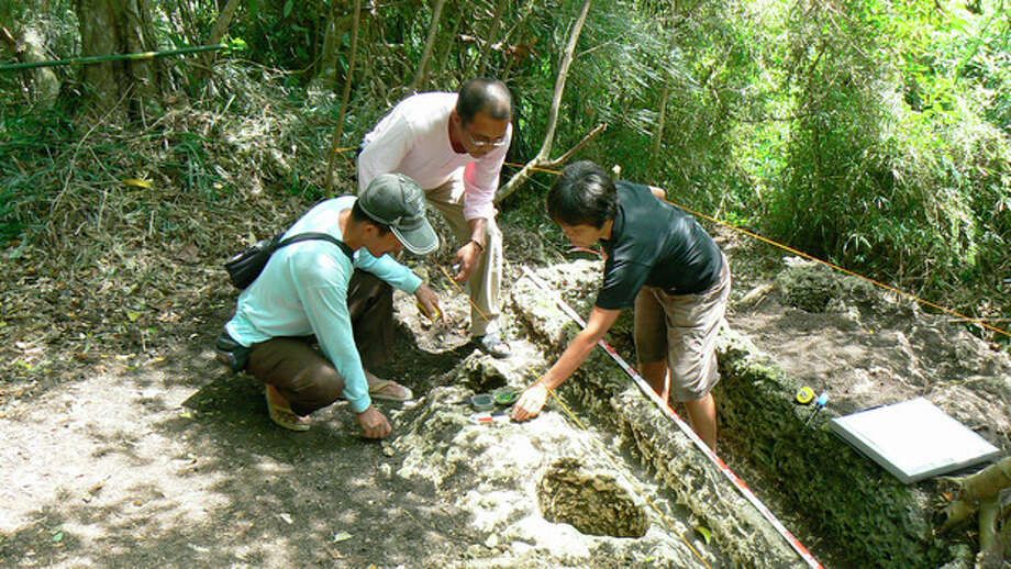 Ap photoIn this Feb. 26, 2011 photo released by the Philippine National Museum, Filipino archeologists gather items around a limestone coffin at Mount Kamhantik, near Mulanay town in Quezon province, eastern Philippines. / Philippine National Museum