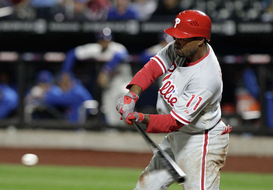 Philadelphia Phillies' Jimmy Rollins hits a two-run single during the first inning of a baseball game against the New York Mets on Thursday, Sept. 20, 2012, in New York. (AP Photo/Frank Franklin II) / AP