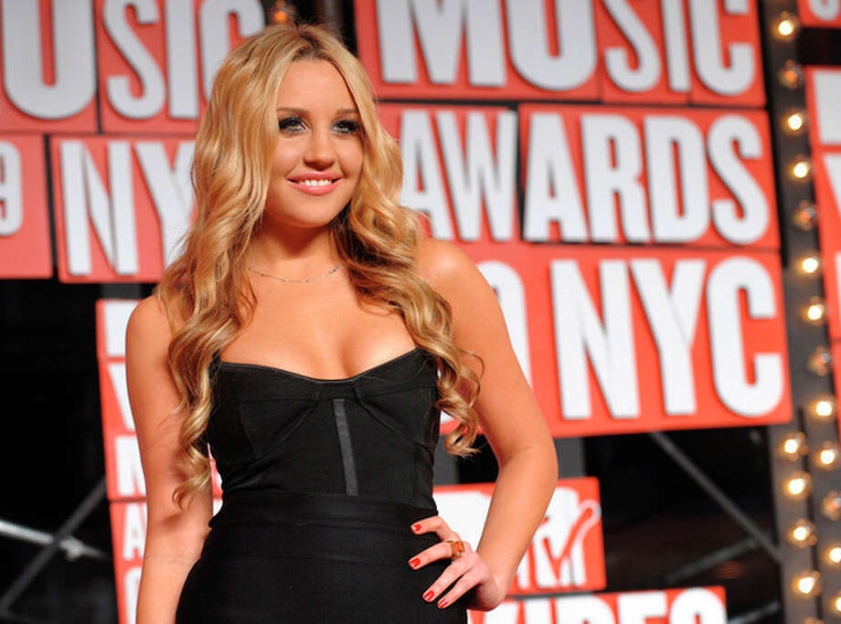FILE - In this Sept. 13, 2009 file photo, Amanda Bynes arrives at the MTV Video Music Awards in New York. Prosecutors in Burbank, Calif. charged Bynes with two counts of knowingly driving on a suspended license on Friday, Sept. 21, 2012. (AP Photo/Peter Kramer, file) / AP