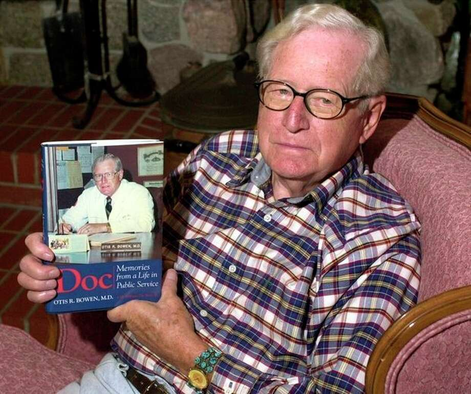 """FILE - In this Friday, Sept. 22, 2000 file photo, former Indiana Gov. Dr. Otis Bowen relaxes in the living room of his """"lodge"""" in Bremen, Ind., with a copy of his autobiography, which describes his life of public service. Bowen, a former U.S. Health and Human Service secretary, has died. He was 95. Gov. Mike Pence said Bowen died Saturday, May 4, 2013. Pence didn't disclose the cause of death. (AP Photo/South Bend Tribune, Paul Rakestraw, File) / South Bend Tribune"""