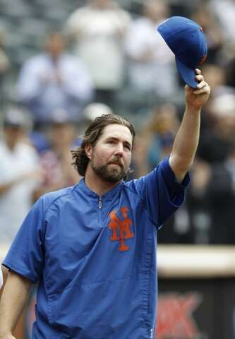 0484442349a  p New York Mets starting pitcher R.A. Dickey tips his cap to the crowd