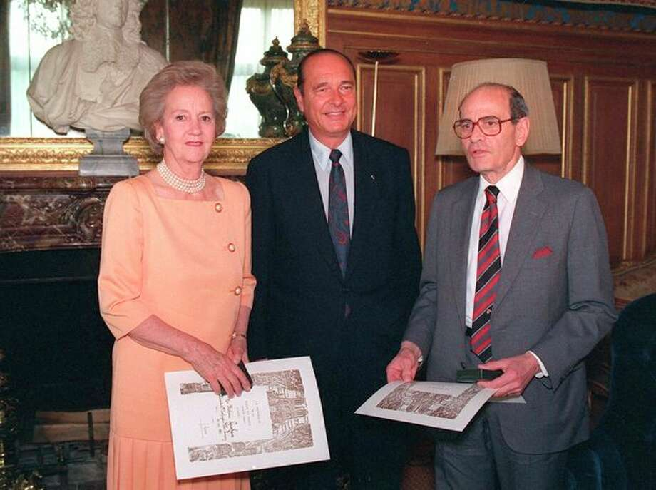 FILE - In this May 26, 1992 file photo, Paris Mayor Jacques Chirac, poses for a photo while flanked by Washington Post Company President Katharine Graham, left, and New York Times Company President Arthur Ochs Sulzberger, after awarding them the Paris City Medal, in Paris. Sulzberger has died at age 86. The newspaper reports that his family says Sulzberger died Saturday, Sept. 29, 2012, at his home in Southampton, N.Y., after a long illness. He had retired in 1992 after three decades at the paper's helm and was succeeded by his son, Arthur Jr. (AP Photo/Jose Goita) / AP