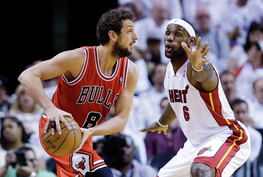 Chicago Bulls guard Marco Belinelli (8), of Italy, looks for an open teammate past Miami Heat forward LeBron James (6) during the first half of Game 2 of their NBA basketball playoff series in the Eastern Conference semifinals, Wednesday, May 8, 2013, in Miami. (AP Photo/Lynne Sladky) / AP