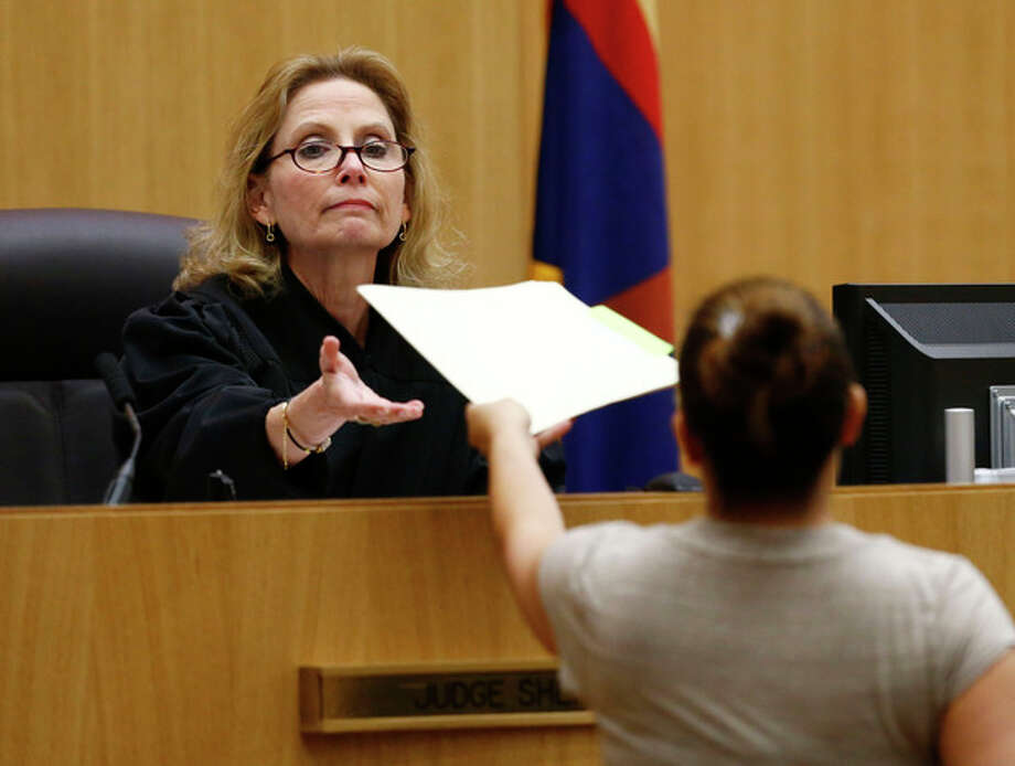 Judge Sherry Stephens is handed the decision which found Jodi Arias guilty of first-degree murder in the gruesome killing of her one-time boyfriend, Travis Alexander, in their suburban Phoenix home, Wednesday, May 8, 2013, at Maricopa County Superior Court in Phoenix. (AP Photo/The Arizona Republic, Rob Schumacher, Pool) / Pool, The Arizona Republic
