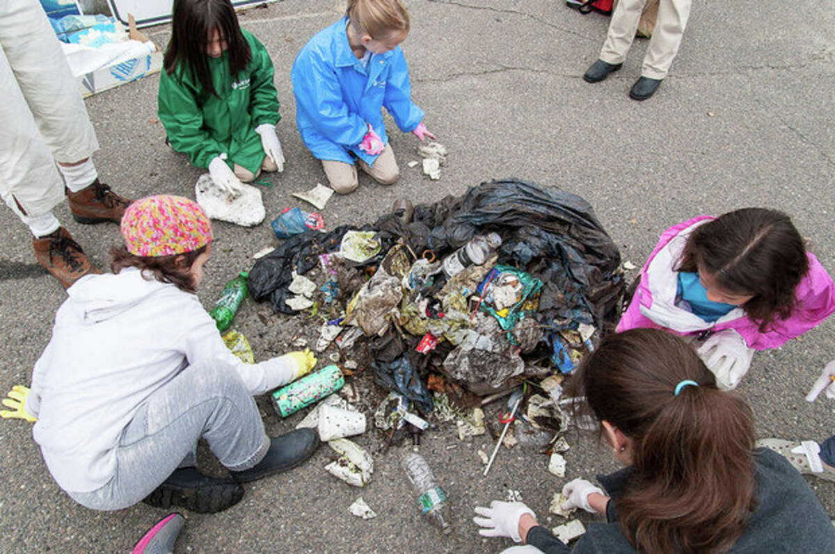 Photo by Miguel Cruz Girl Scouts and Brownies from Norwalk this weekend were among the thousands of people worldwide to participate in the Ocean Conservancy's International Coastal Cleanup, a global volunteer effort that has taken place annually for more than 25 years.