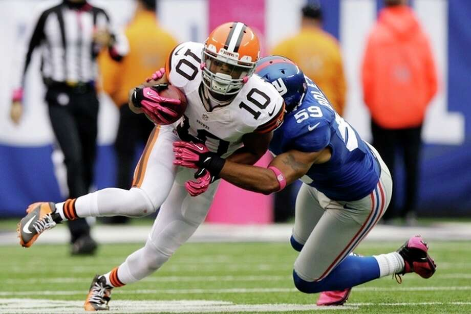 New York Giants outside linebacker Michael Boley (59) tackles Cleveland Browns wide receiver Jordan Norwood (10) during the second half of an NFL football game Sunday, Oct. 7, 2012, in East Rutherford, N.J. The Giants won the game 41-27. (AP Photo/Kathy Willens) / AP