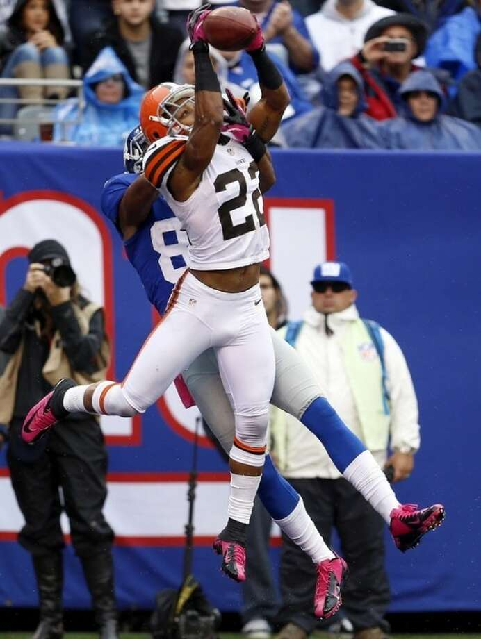 Cleveland Browns defensive back Buster Skrine (22) deflects a pass intended by New York Giants wide receiver Domenik Hixon (87) during the first half of an NFL football game Sunday, Oct. 7, 2012, in East Rutherford, N.J. (AP Photo/Julio Cortez)