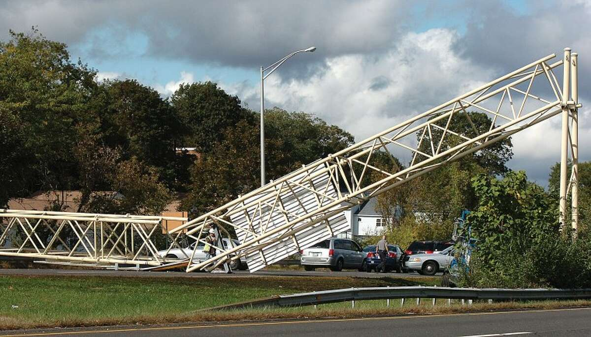 Hour Photo Alex von Kleydorff; Sign down on the southbound side of the RT & connector blocking all traffic